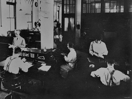 Advertising staff at Australian Government Printing Office, 1921. Image via Wikimedia Commons