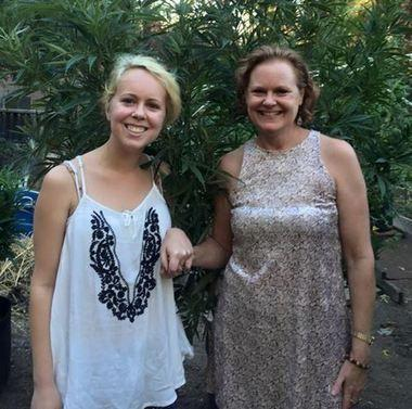Aubrie Hill, left, with her mother, Vicki. Image via AL.com