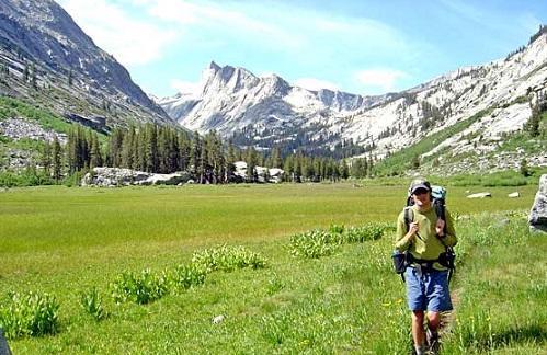 BackpackerINDeadman CanyonWikimediaCommons