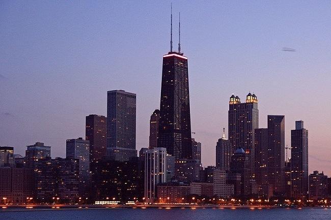 Chicago skyline at evening. Image: Bert Kaufmann via Wikimedia Commons