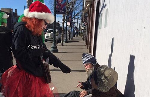 Volunteers in Denver give away free pot to the homeless on Christmas Eve, to raise awareness about homelessness. Image: Denver7 reporter Jennifer Kovaleski
