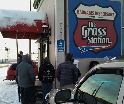 Dozens line up in bitter cold weather outside The Grass Station in Denver, ahead of the store's Black Friday sales. Image: WeedWorthy.com