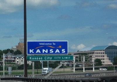 KansasWelcomeSignImageAirtuna08ViaWikimediaCommons
