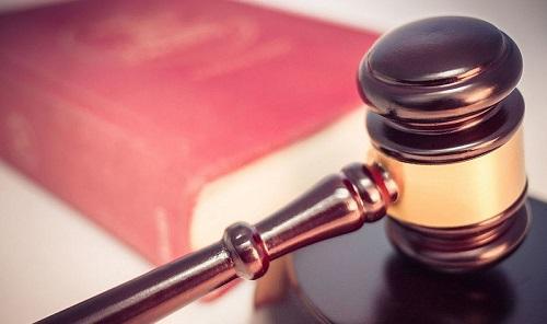 LegalGavelAndClosedLawBookImageWikimediaCommons