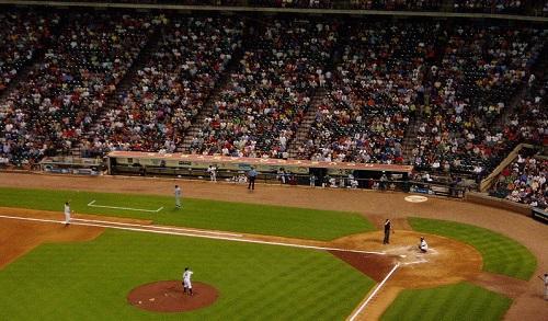 MLBBaseballGameImageWikimediaCommons