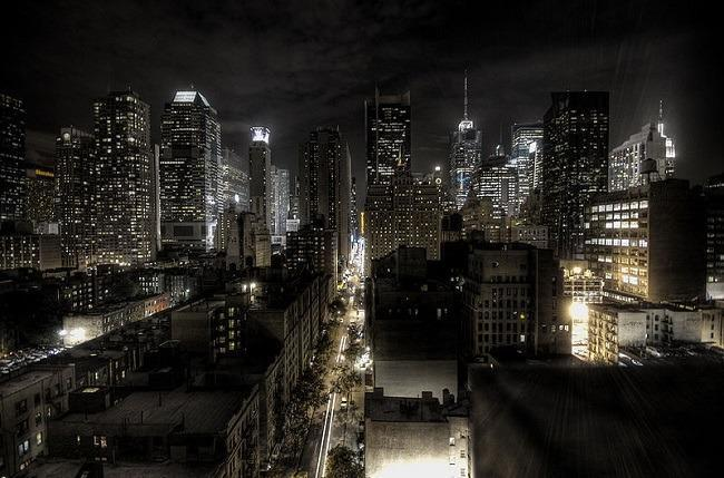 New York City night scene. Image: Paulo Barcellos Jr. via Wikimedia Commons