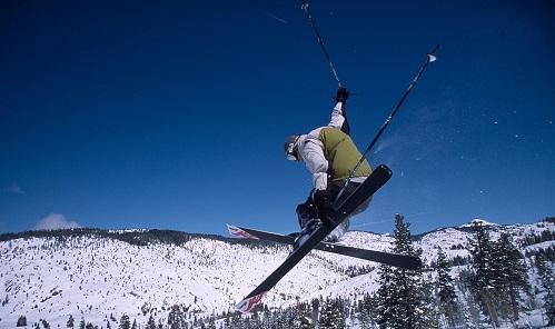 SkiingDodgeRidgeCalifImageIanGadViaWikimediaCommons