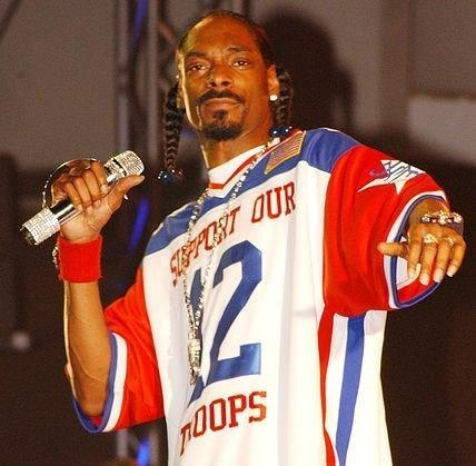 Honolulu, Hawaii. Hip Hop artist Snoop Dogg at a special concert for over 8000 military personnel and their dependents during the 2005  Bodog Salutes the Troops event.  Image: US Navy via Wikimedia Commons