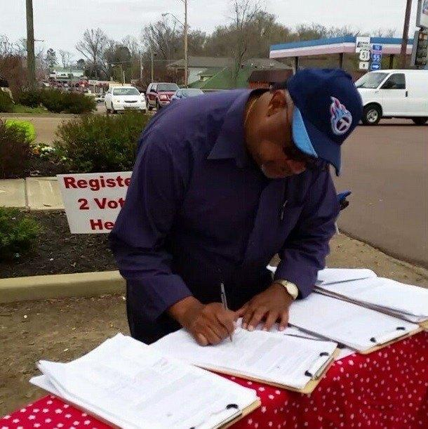 Image of petition signer for marijuana legalization in Mississippi