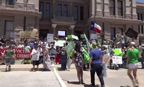 TexasAustinMMJRallyMay2017VideoImageKVUEDotCom