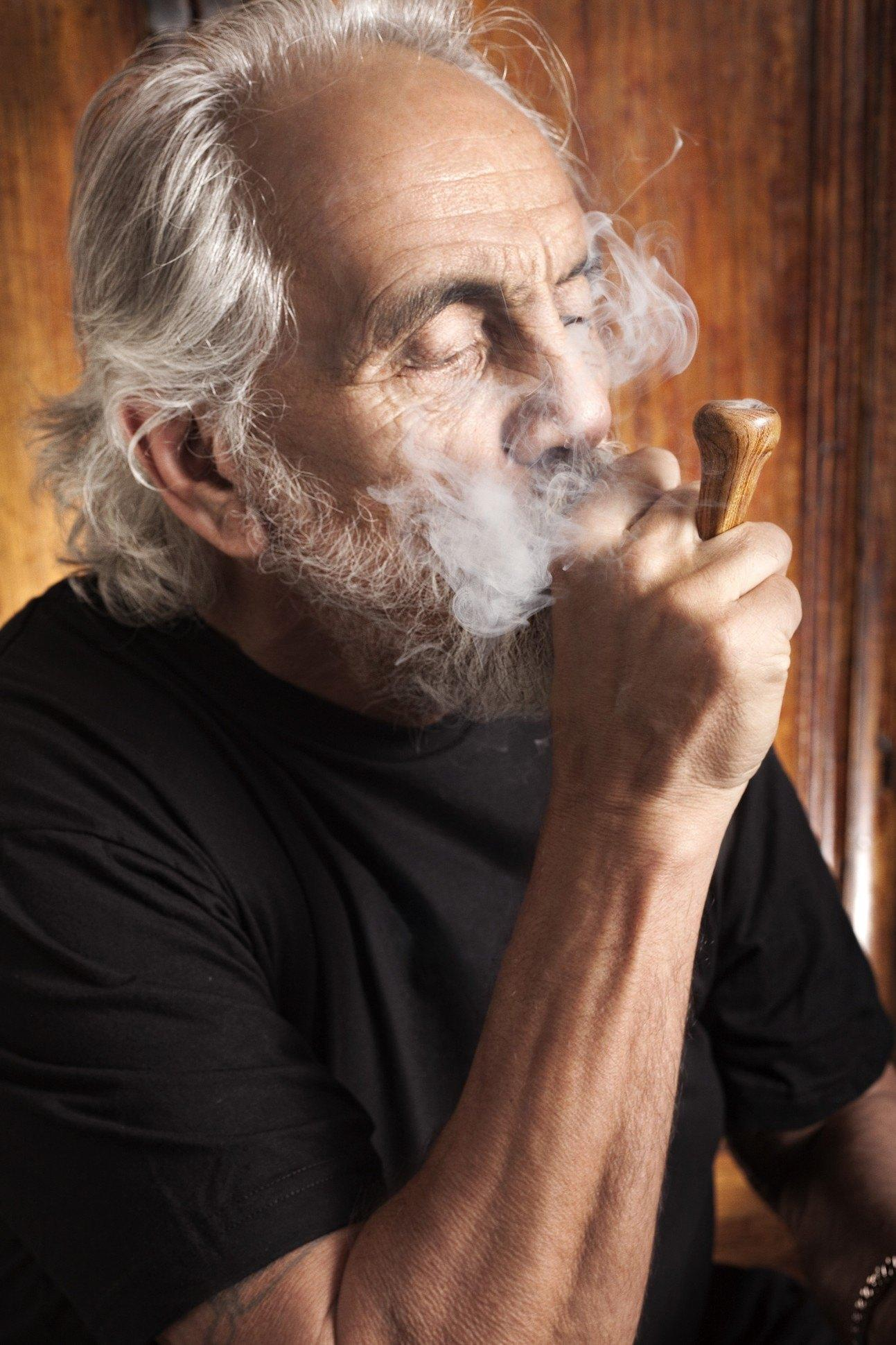 Image of Tommy Chong smoking legal weed