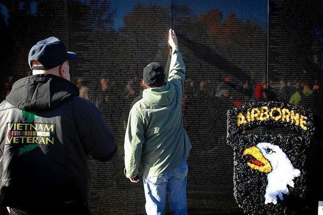 Visitors to the Vietnam Veterans Memorial in Washington, DC, in 2010. Image: U.S. Department of Defense via Wikimedia Commons