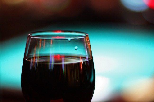 Red wine reflects the light from a restaurant. Image: U.S. Dept. of Agriculture via Wikimedia Commons