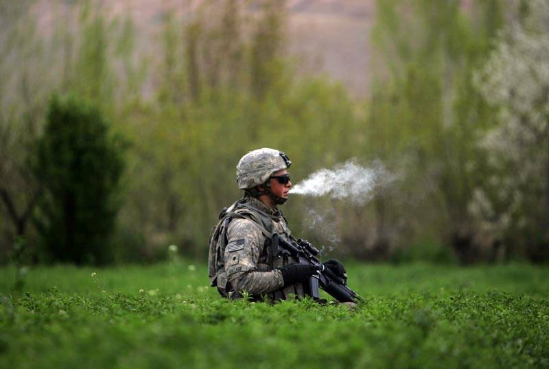 Image of a US soldier smoking